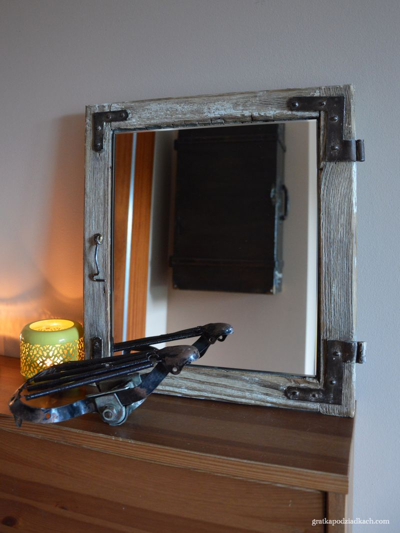 Lustro z ramy okiennej
