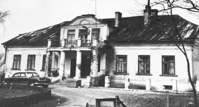 Dworek w Dziembakowie Źródło: www.polskiezabytki.pl
