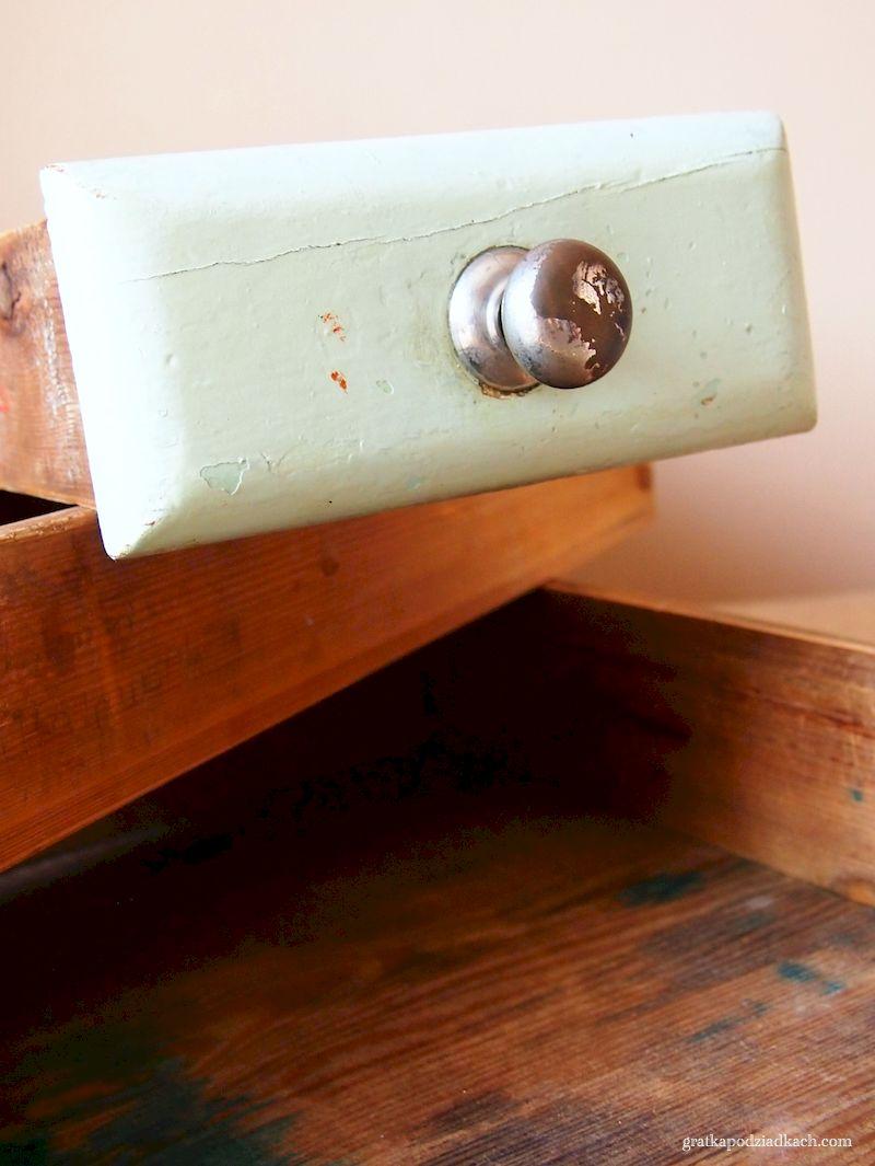 designerskie ekspozytory ze starych szuflad